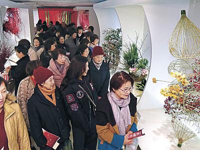 北國花展が金沢で開幕 「生け花・石川」新時代