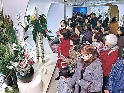 大雪のち「花の休日」 北國花展、好天に恵まれにぎわう