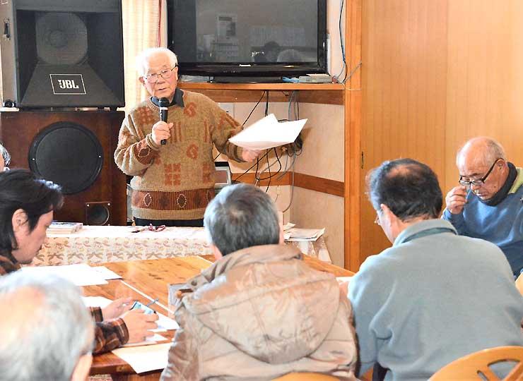 峰街道の活用を目指す住民組織の設立準備会で講演する田中さん(中央奥)