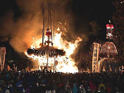 想像以上、炎と激しい攻防 野沢温泉の道祖神祭り