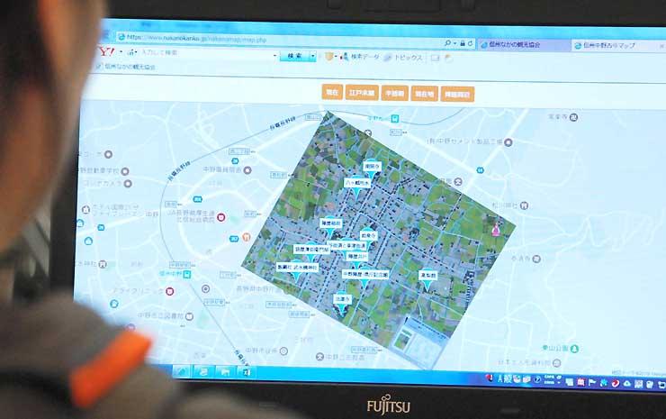 中野市街地の地図に江戸末期の復元模型の写真を重ねた「信州中野古今マップ」