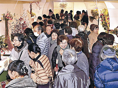 五感で酔う花の競演 北國花展後期展始まる