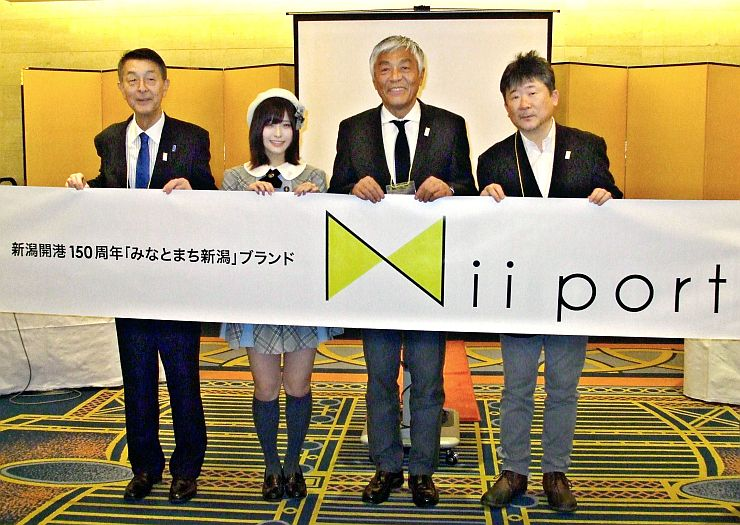 スペシャルクルーに就任した3人。右から竹下昌男さん、青島健太さん、佐藤栞さん=17日、東京都港区