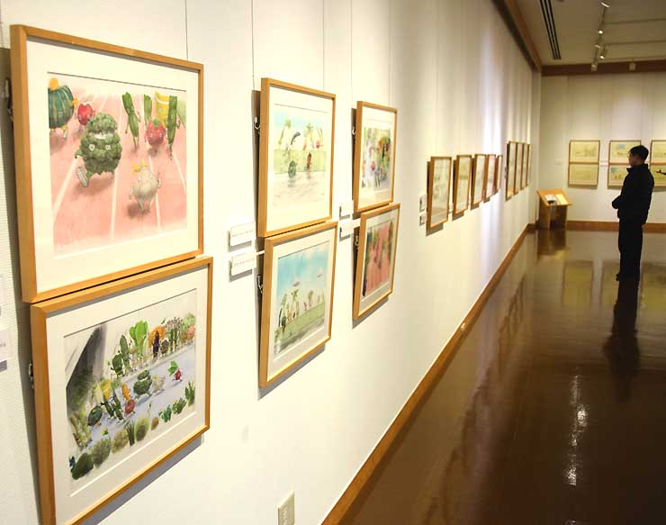 イルフ童画館で始まった山村さんの絵本原画展
