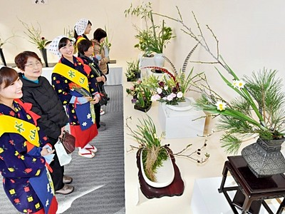 水仙のかれんな美しさ競演 「いけ花展」開幕
