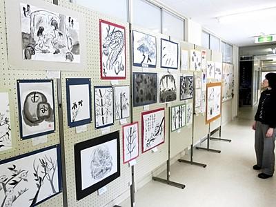児童生徒が描く墨絵や日本画 県教育博物館、130点披露