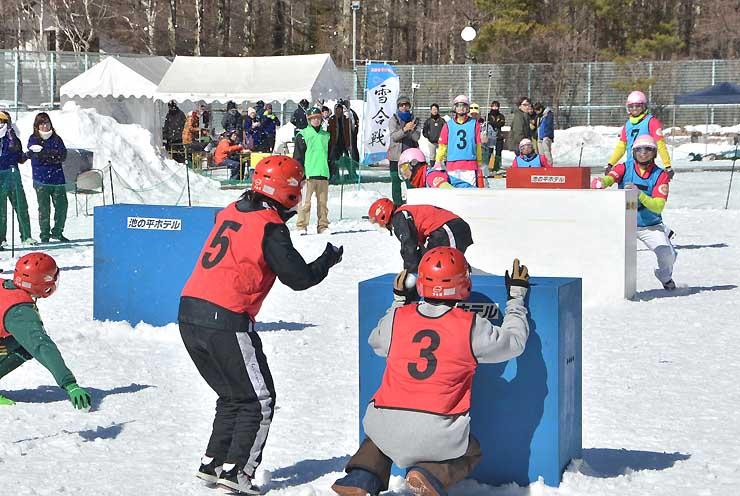 県内外のチームが熱戦を繰り広げた昨年の東信州雪合戦大会