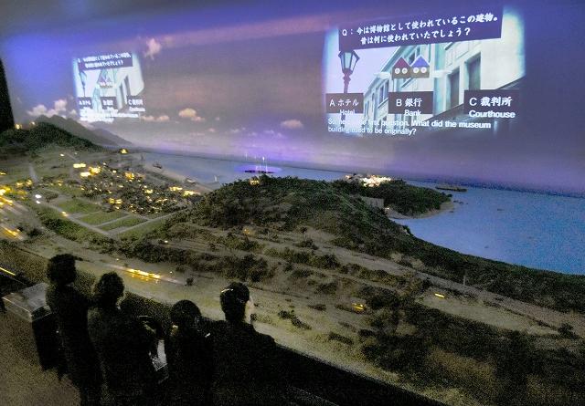 敦賀の魅力をクイズ形式で紹介する観光PR映像=30日、福井県敦賀市の敦賀赤レンガ倉庫