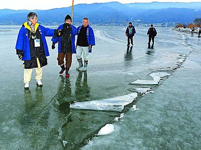 「御神渡り」出現 諏訪湖に5季ぶり