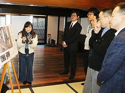 富山大生がデザイン案発表 高岡・山町筋のひなまつりポスター