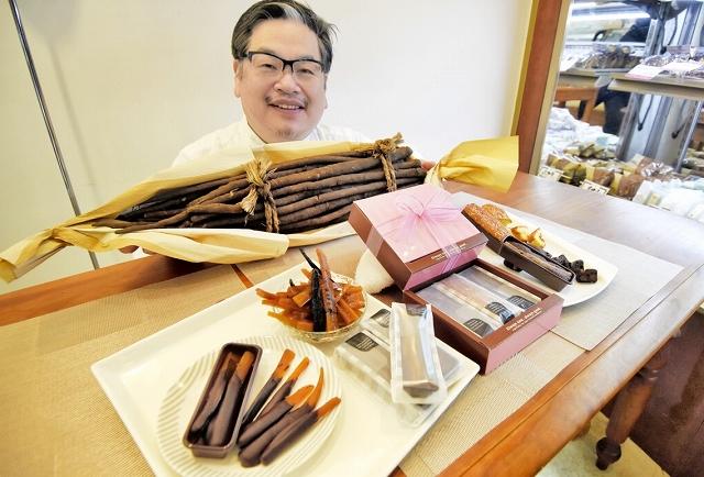 牛若さんが開発した川島ごぼうのスイーツ=1日、福井県鯖江市の「ベルジェ・ダルカディ弁慶堂」