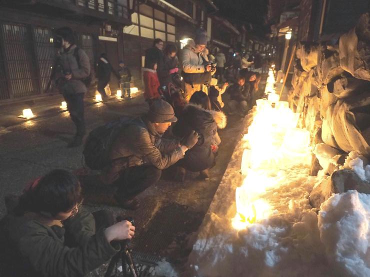 アイスキャンドルが並んだ奈良井宿の旧街道