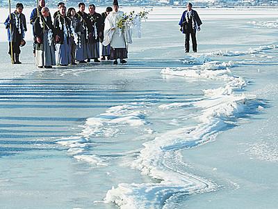 諏訪湖で御神渡り拝観式 「経済、明るい兆し」