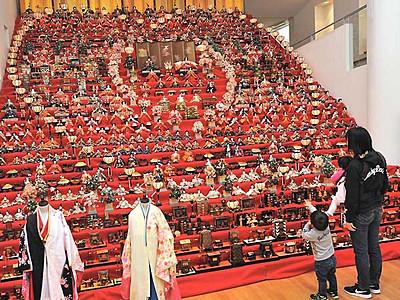 華やぐひな人形30段飾り 須坂で「祭り」始まる