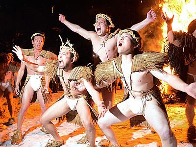 ふんどし姿の男衆 小谷・大網で「雪と火の祭り」