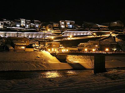 柔らかな光、坂の町包む 越中八尾冬浪漫開幕