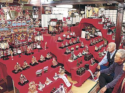明治から平成、豪華ひな人形 小松の芸遊塾、24組飾る