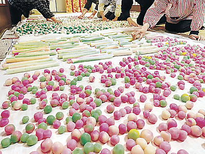 色とりどり涅槃団子 金沢・大乘寺、あすの法要へ準備