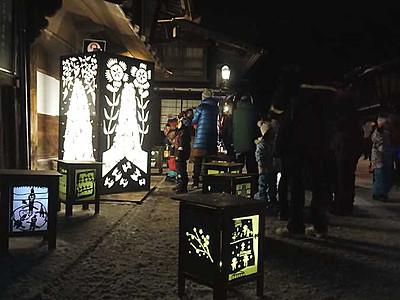 冬の宿場、浮かぶ切り絵 奈良井宿「灯明まつり」