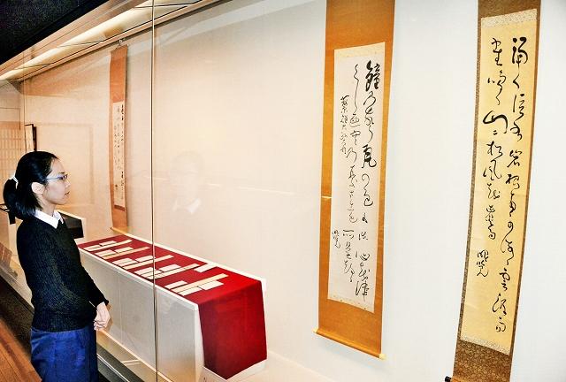 曙覧直筆の書などが展示されている新収蔵品展=福井市橘曙覧記念文学館