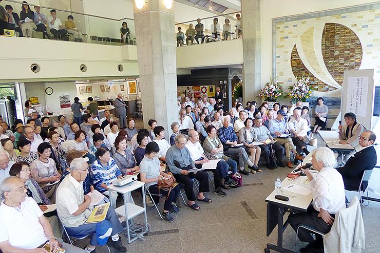棟方ゆかりの人たちを招いて開催された昨年9月の「棟方まつり」=福光美術館