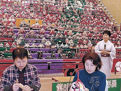 24段ひな人形と御膳満喫 七尾で展覧会の前日祭