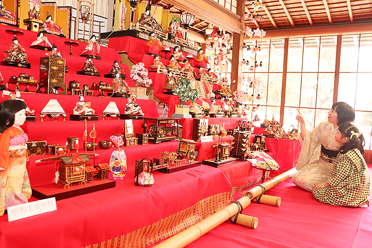 島田邸に展示されている昭和時代のひな飾り