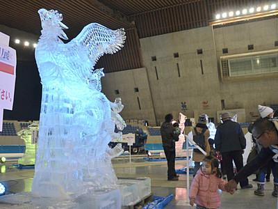 光る氷像にうっとり 長野で25日まで彫刻展