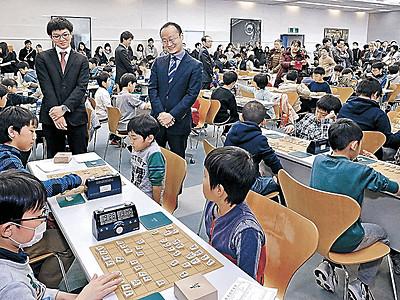 将棋人気、北陸も高く 金沢でジュニア棋王戦 渡辺棋王、永瀬七段が激励