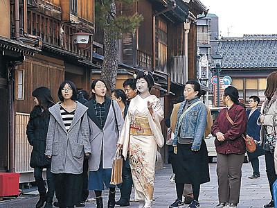 芸妓のガイドで金沢巡り 周遊バスツアー始まる
