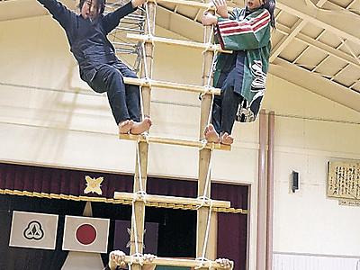 閉校式で妙技を 小松西尾っ子鳶、練習に熱 25日、母校で最後の披露