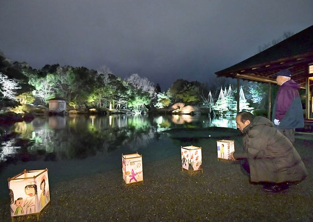 ライトアップされ、闇夜に幻想的に浮かび上がった養浩館庭園=9日夜、福井市