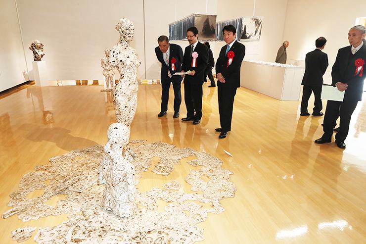 独自の表現を追求する3人の作品を紹介した「アートの今」=アートハウスおやべ