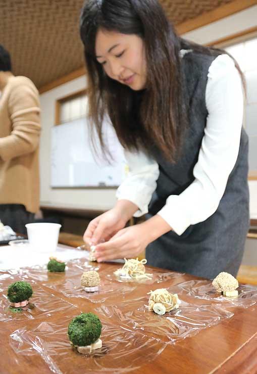 信州千曲観光局が企画した旅行商品の一つ「みそまる作り」