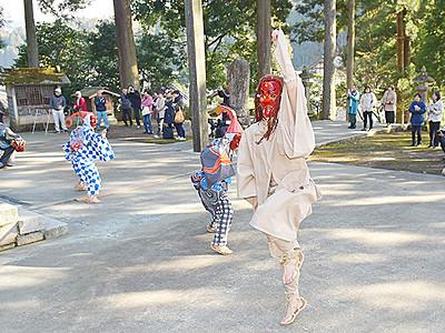 獅子・てんぐ春の舞 魚津・小川寺の千光寺で奉納