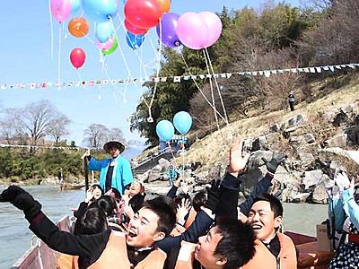 春の巣立ち祝い友と川下り 飯田で天竜川「川開き」