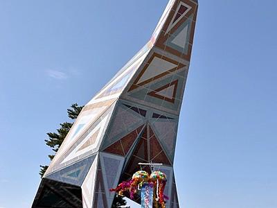 「レインボーサウルス」美しく復活 福井県立恐竜博物館