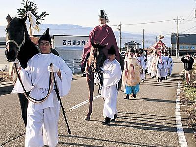 神馬、能登路に春告げ 羽咋・気多大社の「おいで祭り」巡行始まる