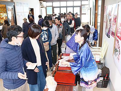 「氷見ぶり寿司」新たな名産に 番屋街で試食会