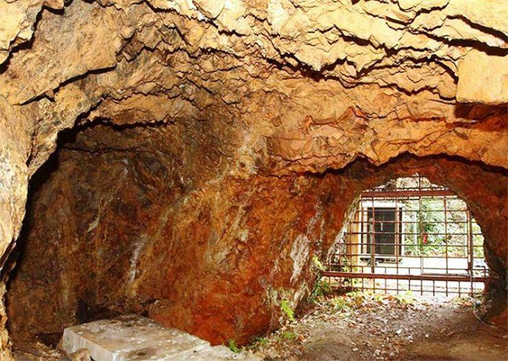 4月から一般公開される無名異坑の坑内=佐渡市相川地区(ゴールデン佐渡提供)