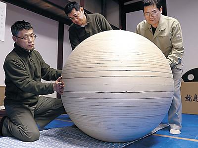 輪島塗の技で大型地球儀 技術保存会、5年かけ制作