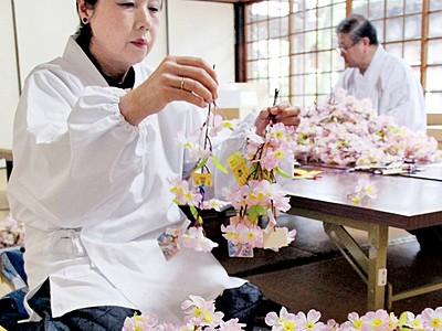 桜の小枝に恋成就願い 花換まつり4月1日開幕