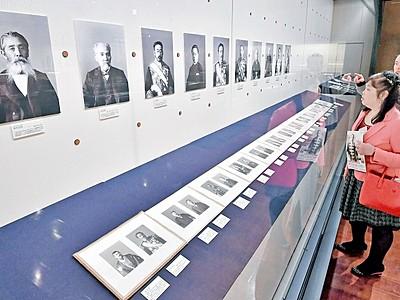 偉人の肖像写真ずらり 「幕末明治150年博」開幕