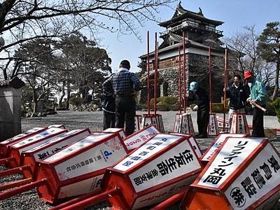 丸岡城桜まつり、夜桜も楽しんで ぼんぼり設置、4月1日開幕