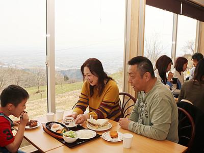 稲葉山にカフェレストランがオープン 小矢部