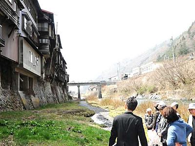 崖家造り「怖いくらい迫力」 木曽でガイド研修会