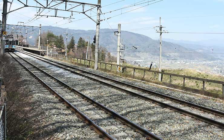 ツアーで乗車する篠ノ井線と姨捨駅周辺風景