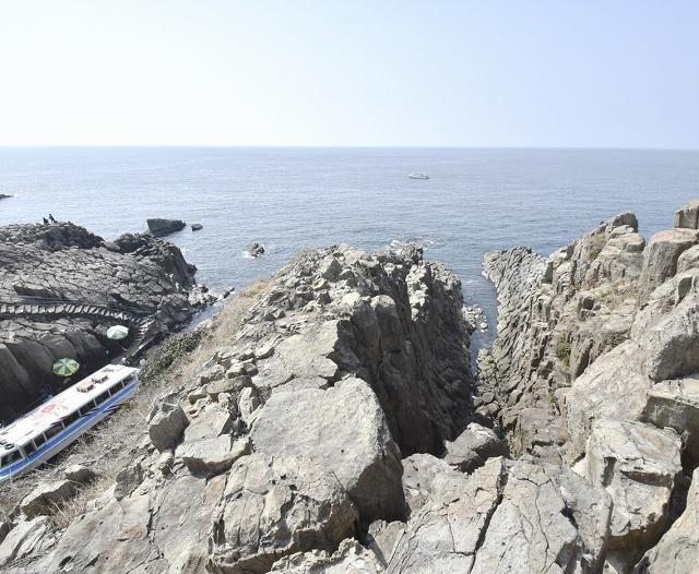 福井県内最大の景勝地として毎年多くの観光客が訪れる坂井市の東尋坊