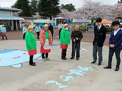花見と文字アート楽しんで 魚津、桜のページェント開幕