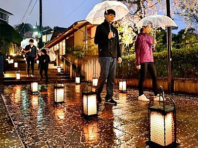 福井の愛宕坂ライトアップ 石段や料亭を照らす